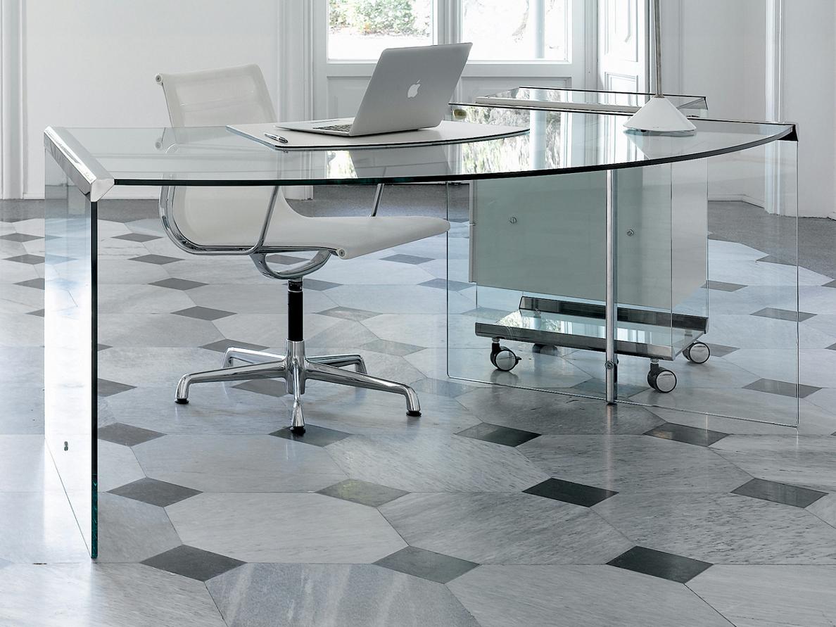 10 преимуществ стеклянной мебели
