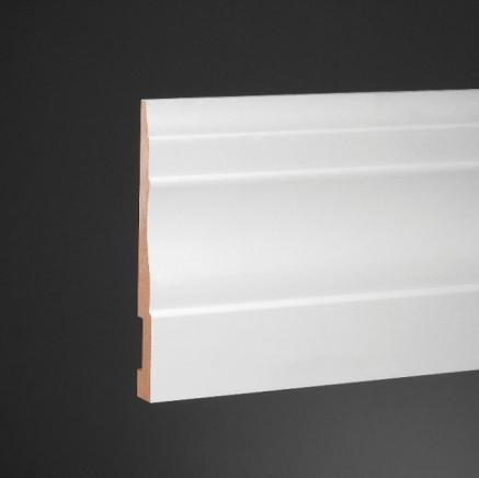 Белый напольный плинтус: оригинальная идея для интерьера