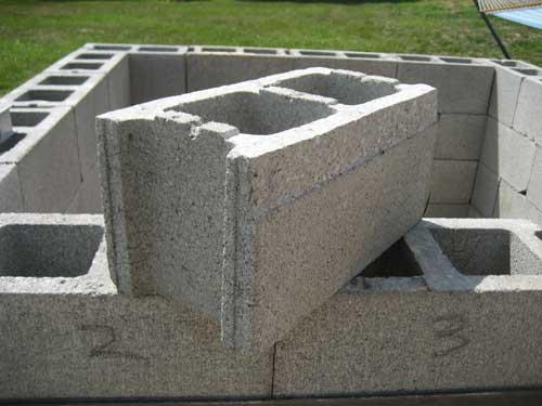 Бетонные пустотелые блоки: описание, плюсы, минусы и область применения.