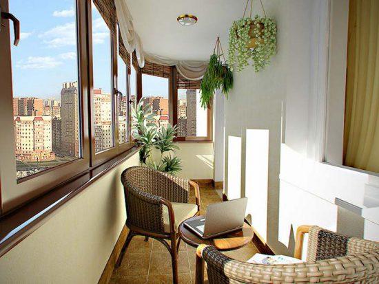 Чем застеклить балкон недорого