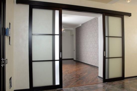Что же представляют собой раздвижные двери, и как правильно их выбрать?