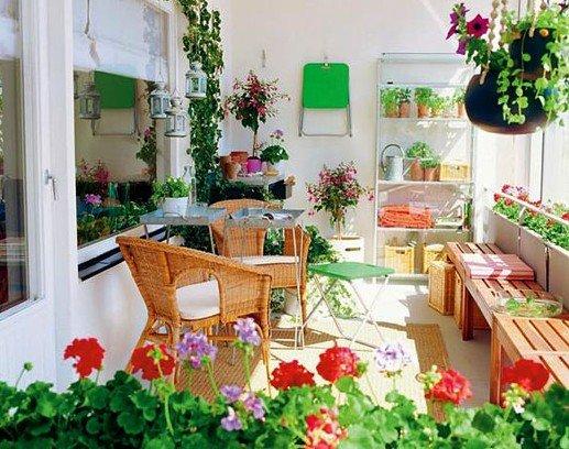 Цветущий сад на балконе