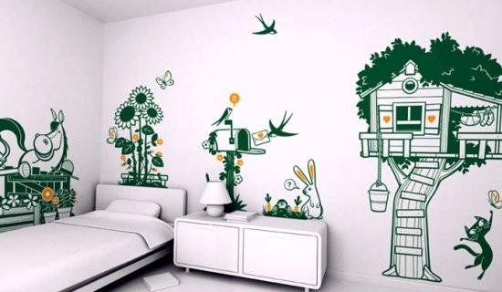 Как правильно нанести наклейки на стены в квартире самостоятельно