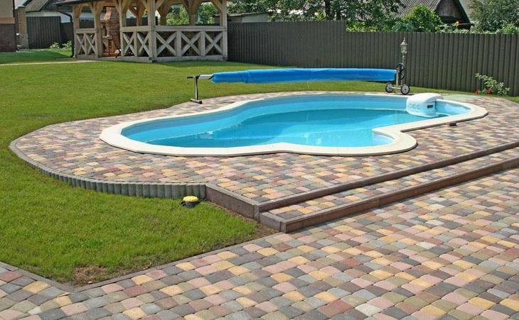 Тротуарная плитка для дорожек у загородного дома
