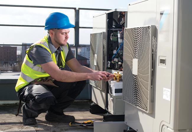 Какие виды работ проводятся при проведении технического обслуживания чиллера?