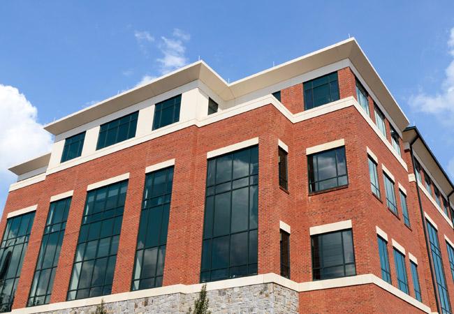Как защитить фасад здания от высолов