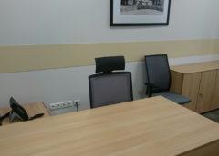 Защита стен от стульев в офисе.