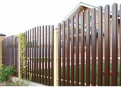 Забор из евроштакетника – недорогой и эстетичный вариант для обустройства вашего участка